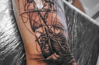 Loď na moři - detail